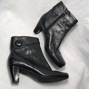 ECCO Black Button Booties like NEW!